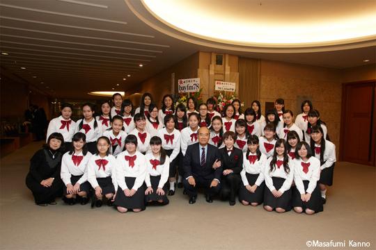 第八代ユネスコ事務局長松浦晃一郎様、城之内ミサ氏、三柴直子先生、そして東邦音楽大学附属東邦中学高等学校合唱団の皆さまと